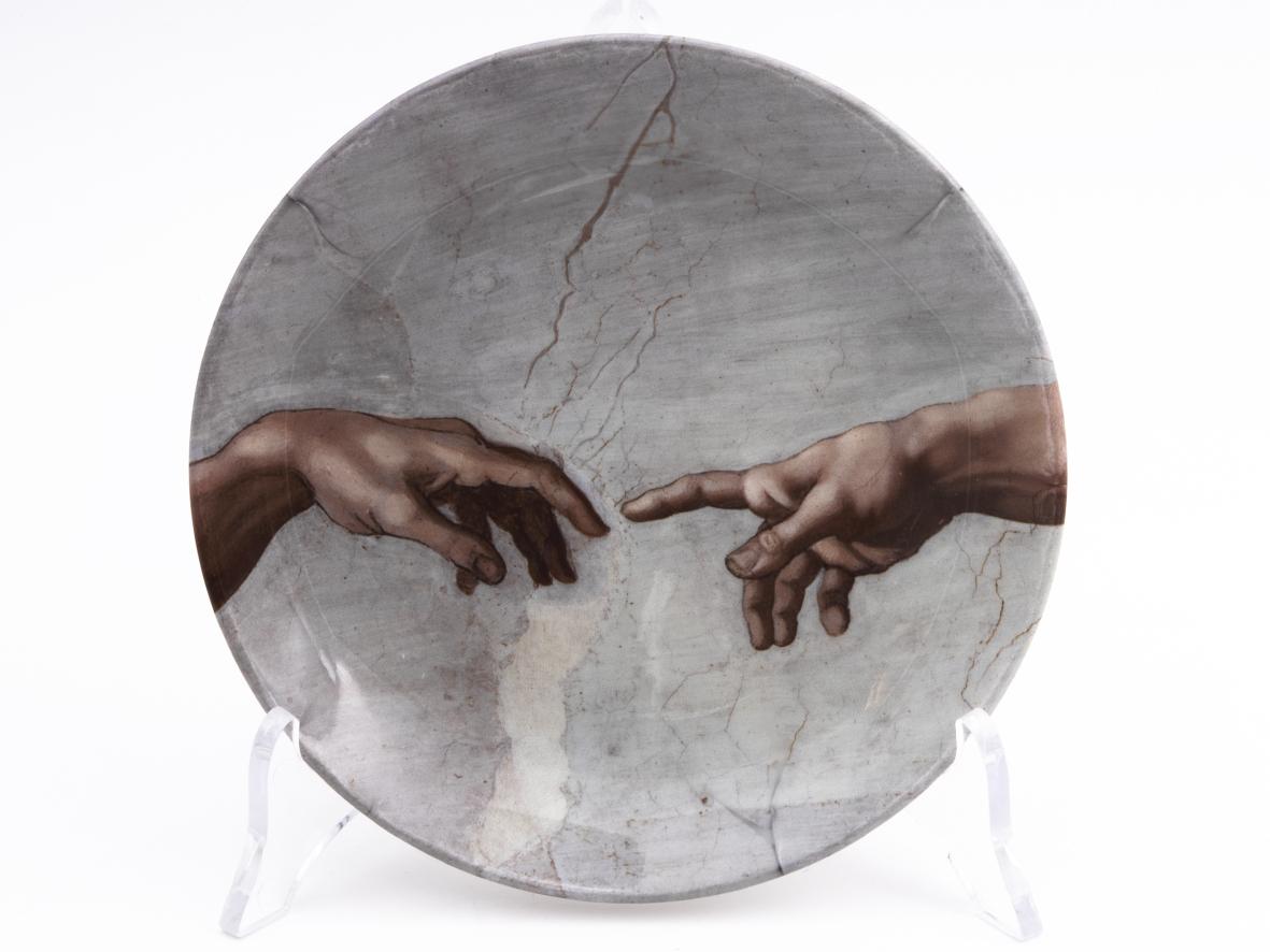 Piatto Decorativo – Le Mani della Creazione